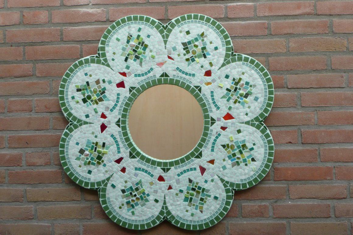 Flower mirror - mixed media- Mozaïekatelier Colorito-Natasja Mulder
