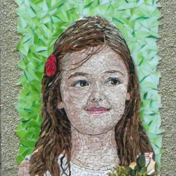 Portret Bruidsmeisje Sam-Orsoni smalti-gold leaf smalti-spectrum glass-Mozaïekatelier Colorito-Natasja Mulder